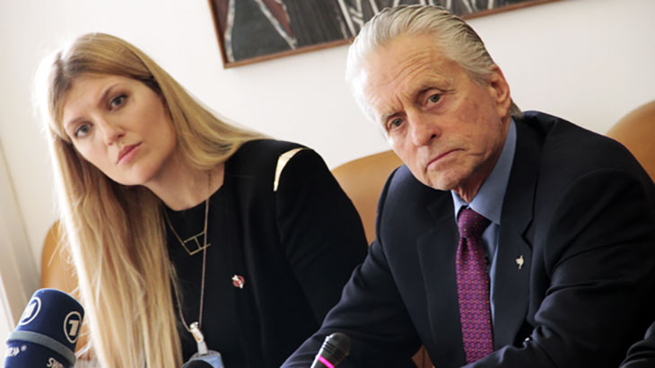Michael Douglas mit Beatrice Fihn